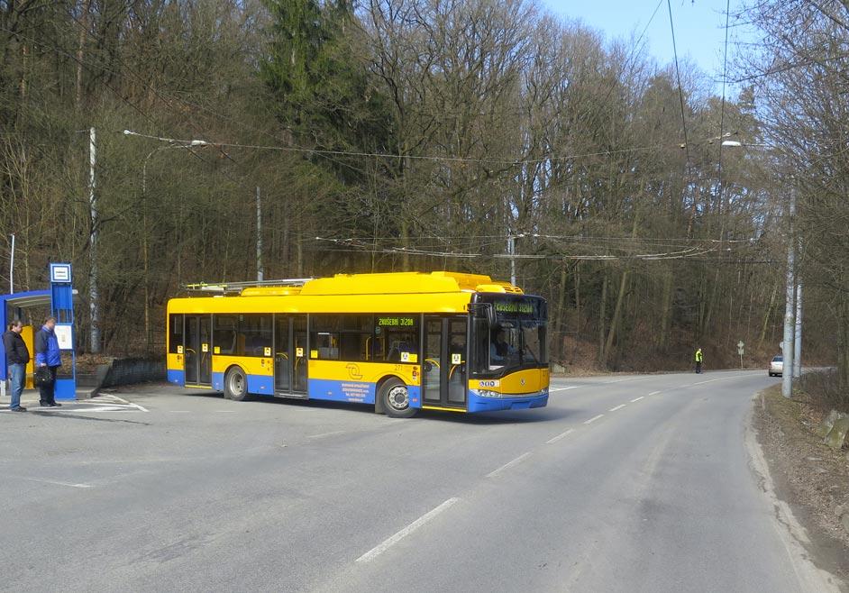 Zkouška otáčení trolejbusu na točně na Vršavě