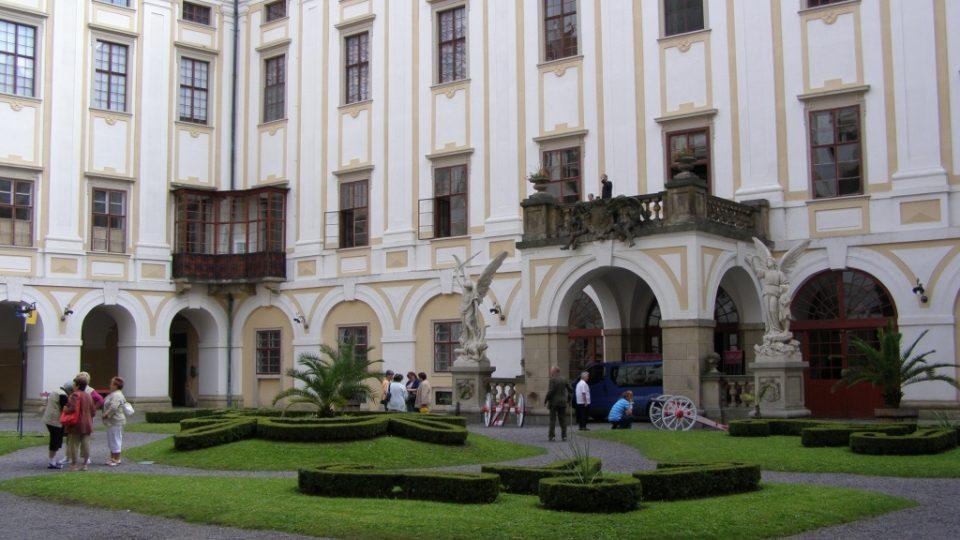 Nádvoří Arcibiskupského zámku v Kroměříži