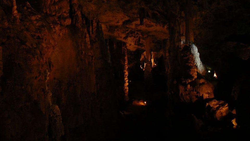 Přední dóm Punkevních jeskyní s dominujícím stalagnátem Salmův sloup