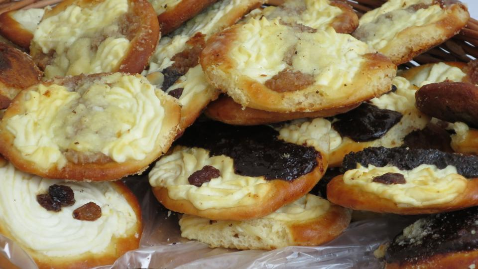 Berounských oboustranných koláčů se dělají různé druhy