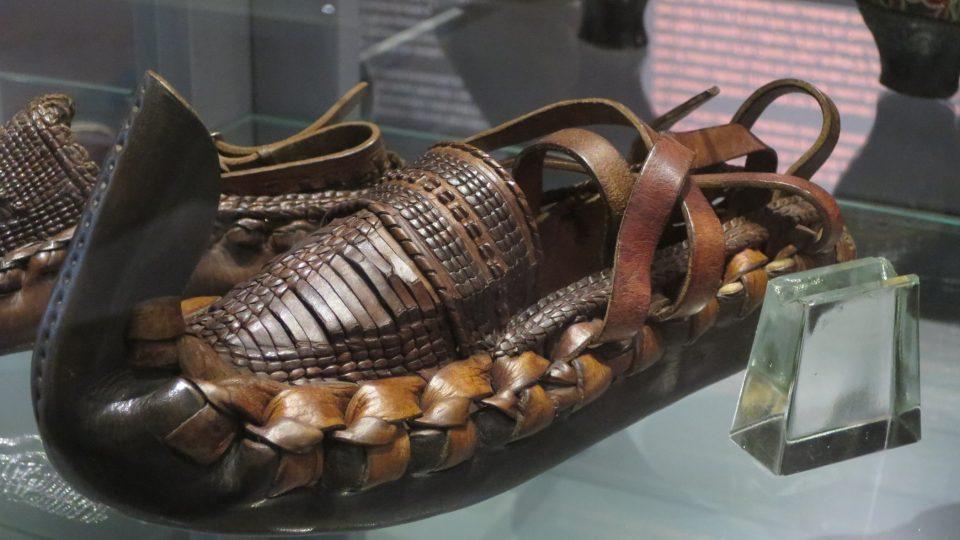 Obuvnické muzeum ve Zlíně představuje obutí ze všech kontinentů světa