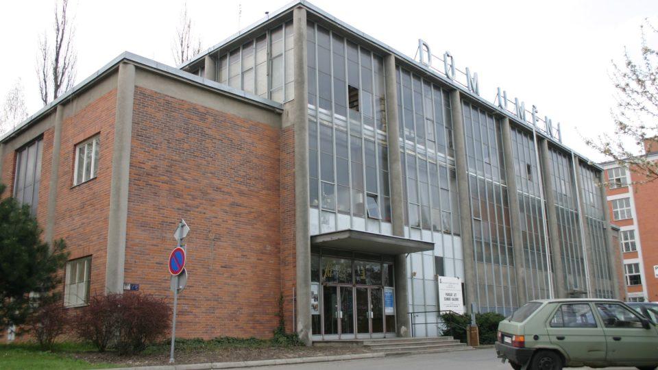 Postavit ve 30. letech minulého století prosklenou budovu nebylo zcela běžné