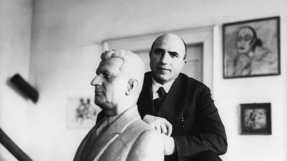Autorem Památníku Tomáše Bati je František Lydie Gahura