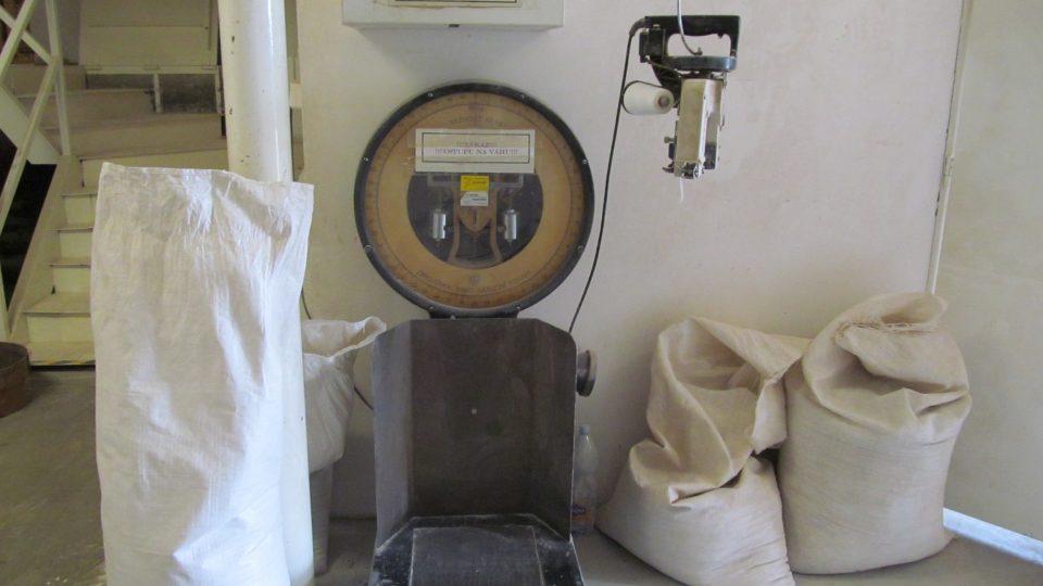 Pytel pohanky váží až 50 kg