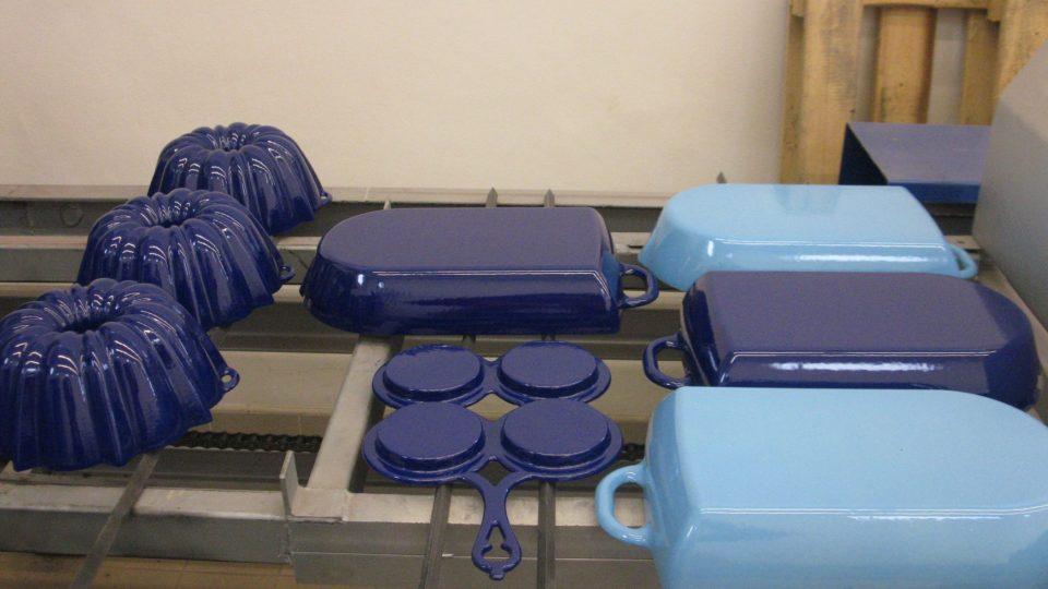Právě vytažené nádobí z pece
