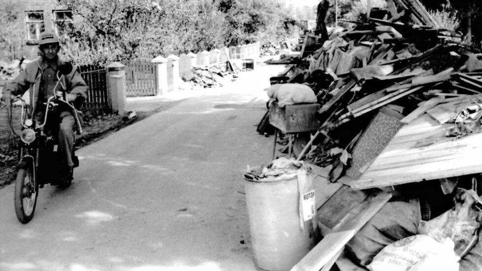 Povodeň zničila veškeré vybavení domácností-Otrokovice 1997.