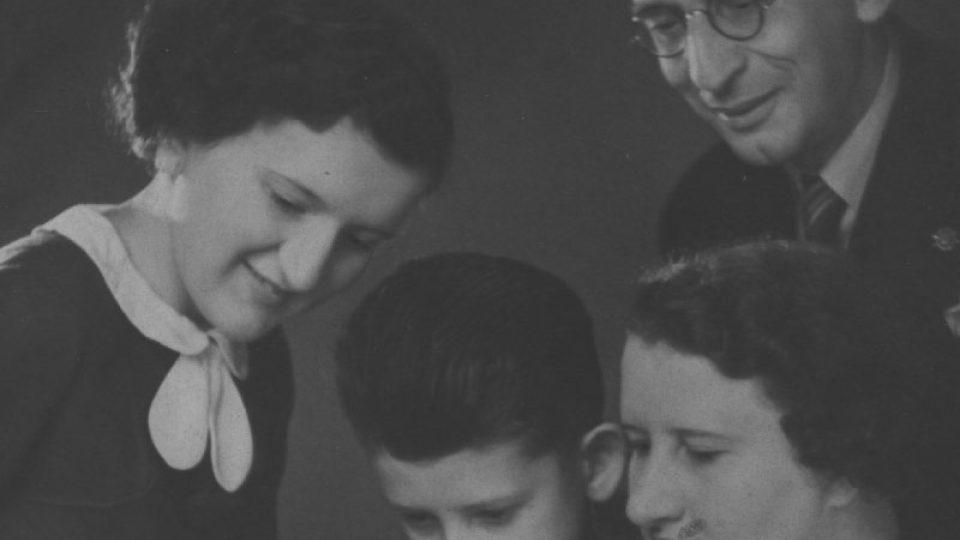 Rodina Adlerova z Vídně-Pötzleinsdorfu v roce 1936, dva roky před útěkem Trude Adlerové (Forsherové) do Londýna a USA