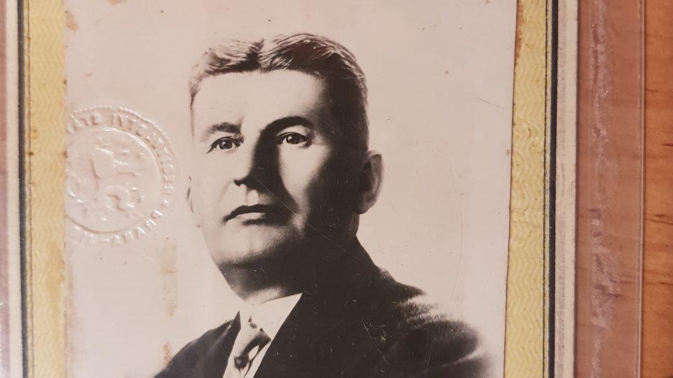 Osobní dokumenty, průkazy a dopisy Tomáše Bati