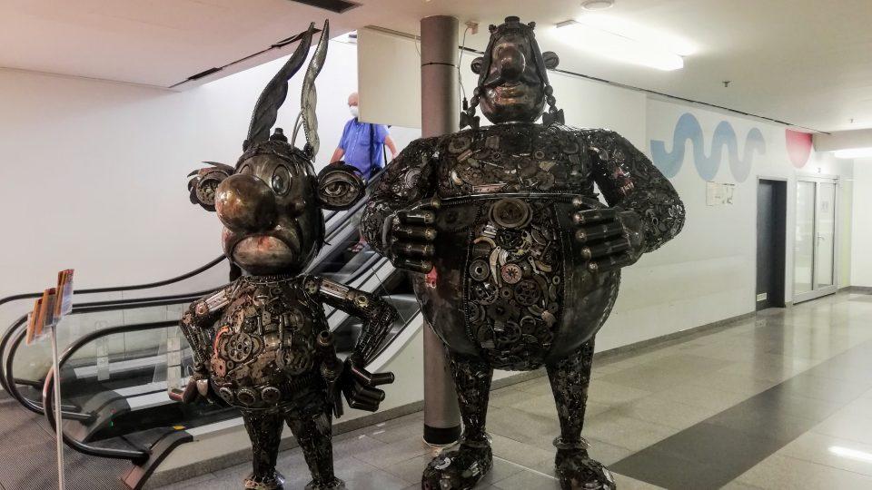 Oceloví obři - výstava soch z recyklované oceli v obchodním centru ve Zlíně