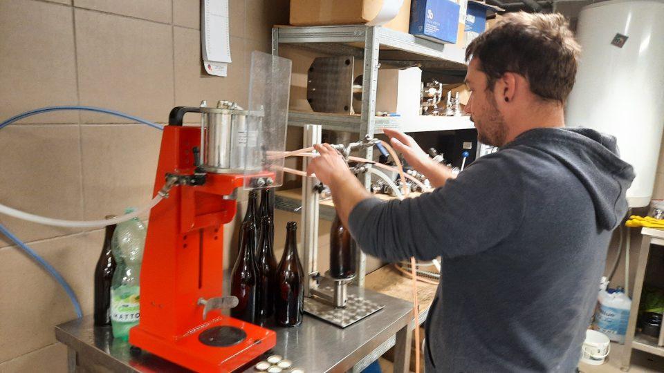 Minipivovar Topolná - Topolský pivovar, plnění do lahví