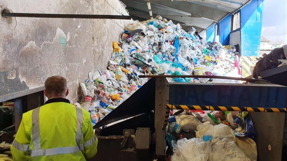 Třídění plastového odpadu - Technické služby Zlín