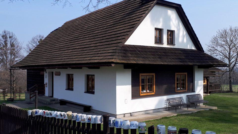 Památník bratří Strnadlů a Jana Knebla byl postaven v letech1985 - 1989