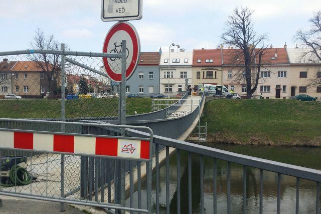 Uzavřená lávka v Kroměříži