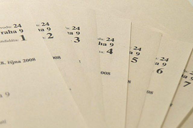 hlasovací lístky (ilustr. foto)