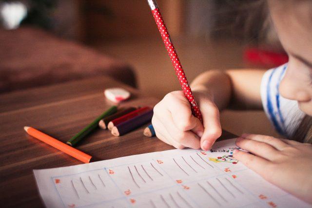 Díky koronaviru se výuka ze škol přesunula do domácího prostředí | foto:  picjumbo_com,  Pixabay