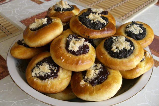 Tradiční české koláčky - makové a povidlové