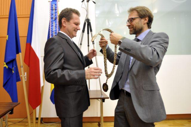 Primátor Zlína Miroslav Adámek (STAN, vlevo)