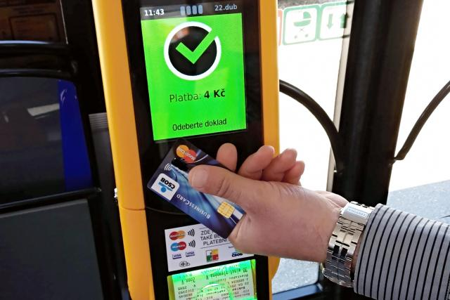 S přelomovou novinkou přichází plzeňská MHD, za jízdenku můžete platit i bankovní kartou