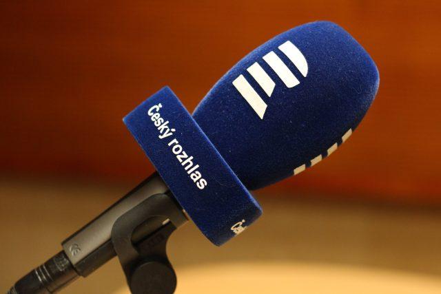 Dokázali byste říct pozpátku sousloví Český rozhlas? Vypátrali jsme člověka, který umí mluvit pozpátku plynně, a jeho schopnost jsme důkladně prověřili (ilustrační foto)