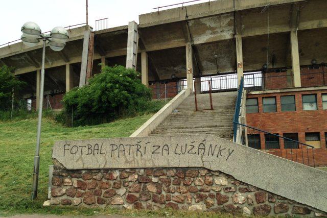 Fotbal patří za Lužánky. V Brně je tento názor docela rozšířený
