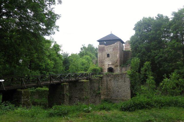 Zřícenina hradu Lukov na Zlínsku | foto: Saskia Mišová
