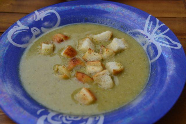 Brokolicová polévka s krutóny