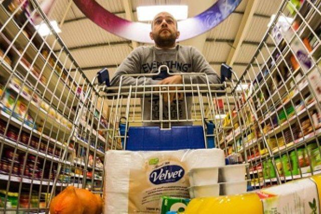 Nakupování, nákup, nákupní košík (ilustrační foto)