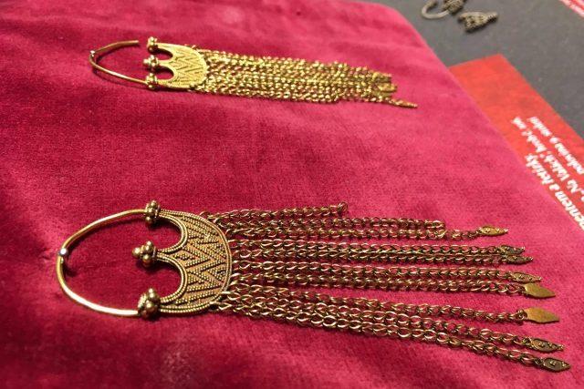 Velkomoravské šperky vystavuje muzeum v Uherském Brodě.