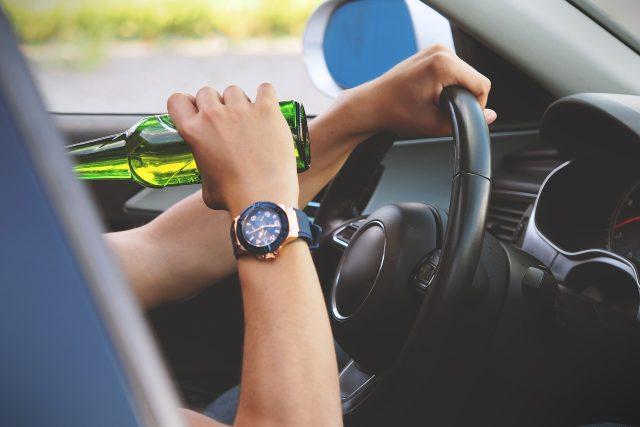 Alkohol za volantem - ilustrační foto | foto: Fotobanka Pixabay
