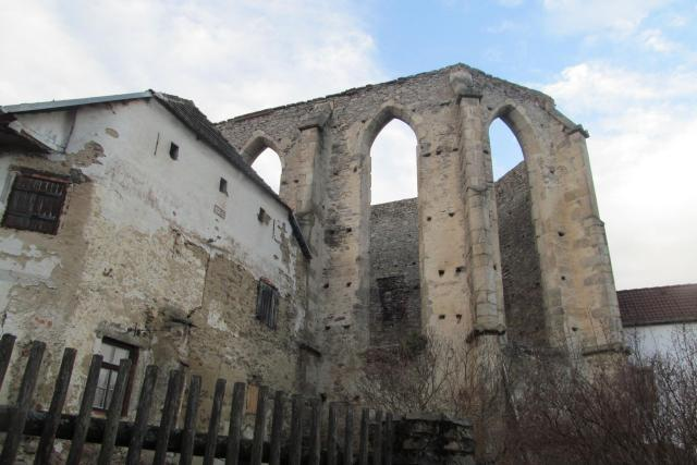 Gotická okna i potrály na Kuklově jsou dodnes nádherné