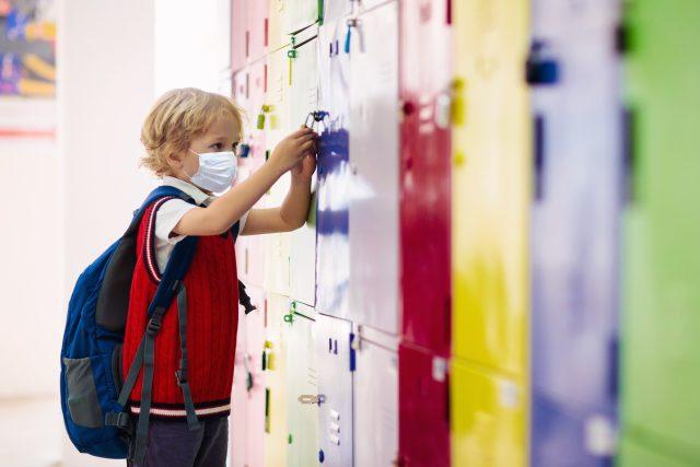 Dítě ve škole (ilustrační foto)