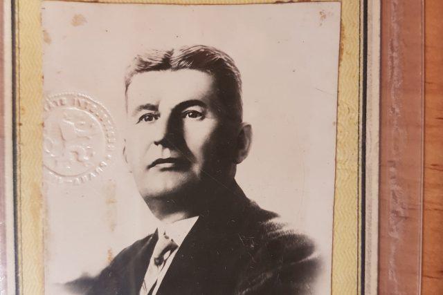 Osobní dokumenty,  průkazy a dopisy Tomáše Bati | foto: Nadace Tomáše Baťi