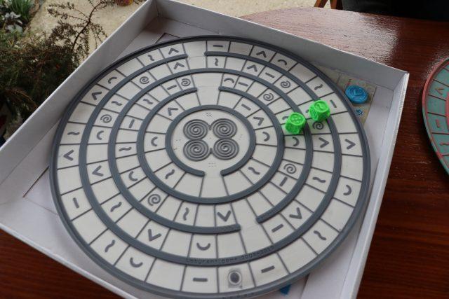 Labyront - desková hra pro nevidomé. Je určena i pro hráče bez zrakového postižení, hrát se dá i po telefonu.