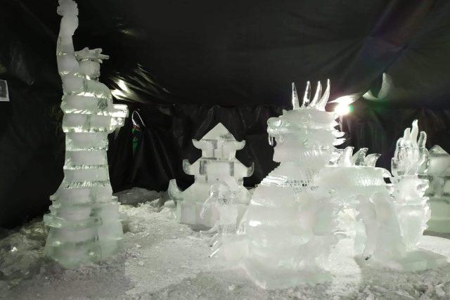 Na Pustevnách vznikají ledové sochy zvířat i staveb