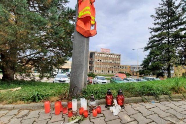 Výbuch rodinného domu v Koryčanech 15. 9. 2021,  památníček zemřelým dobrovolným hasičům | foto: Michal Sladký,  Český rozhlas