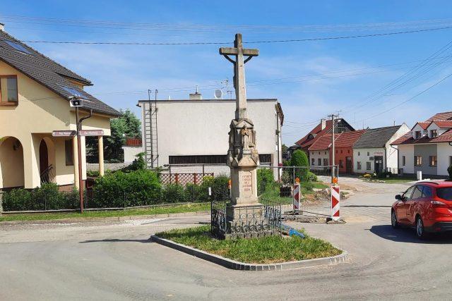 Historický kříž na křižovatce v Jarošově (Uherské Hradiště)