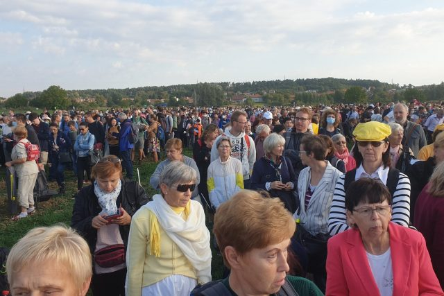 Věřící ze Slovácka na mši slouženou papežem Františkem   foto: Veronika Žeravová,  Český rozhlas