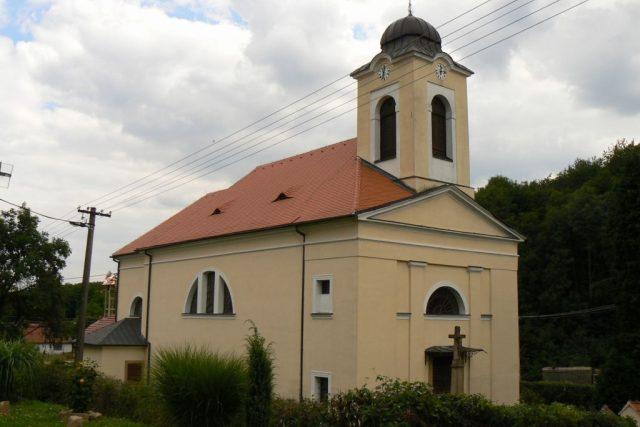 Kostel s věžními hodinami v Jankovicích