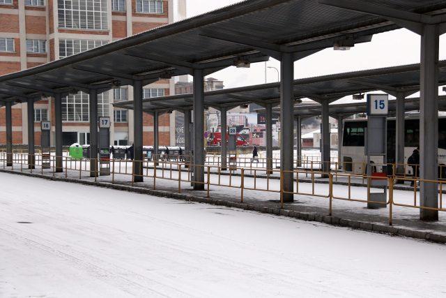 Zlín,  autobusové nádraží,  sníh,  zima,  doprava | foto: Kristýna Hladíková,  Český rozhlas
