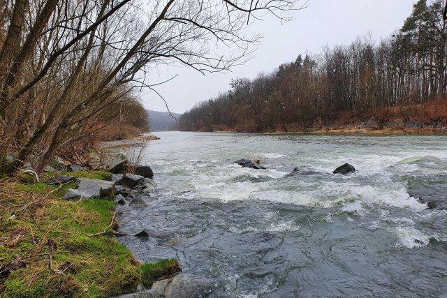 Řeka Bečva u Choryňského mostu