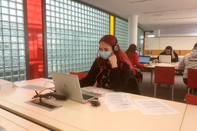 Covid - call centrum UTB ve Zlíně | foto: Veronika Žeravová,  Český rozhlas Zlín