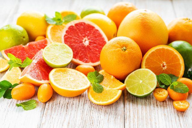 Citrusy, vitamín C, pomeranče, limety, citrony, grapefruity, zdravá strava, ovoce, prevence nachlazení, ilustrační foto