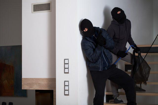 Zloději, krádež v domě (ilustrační)