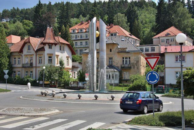 Centrum Luhačovic je málokdy tak prázdné, městem projede 7 tisíc aut denně