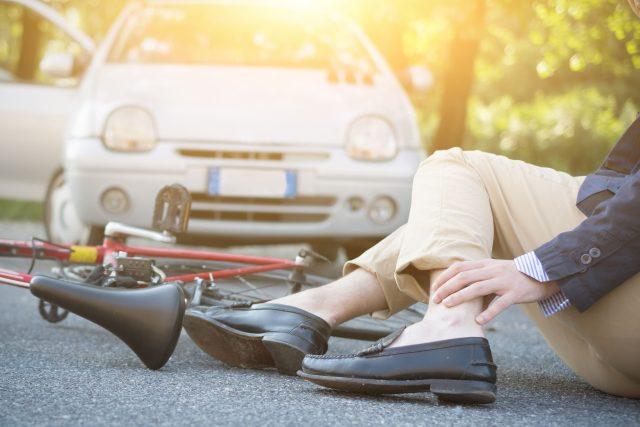 Nehoda,  cyklista,  automobil,  srážka | foto: Fotobanka Profimedia