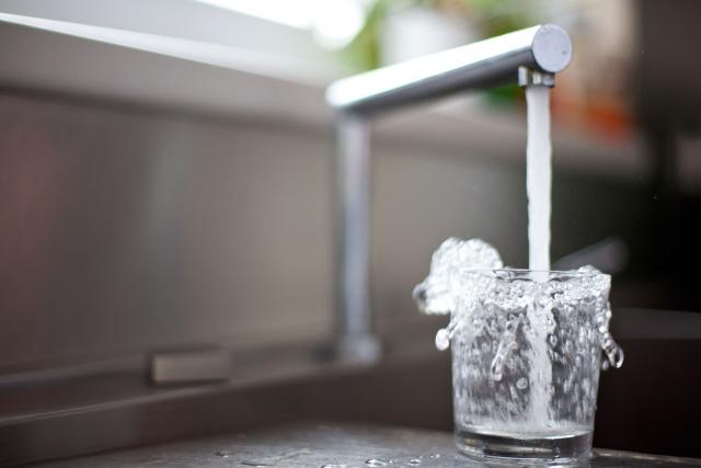 Voda, cena, zdražení (ilustrační)