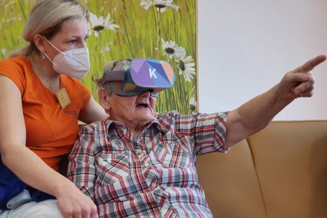 Virtuální realita pomáhá s terapií i v Alzheimer centru ve Zlíně
