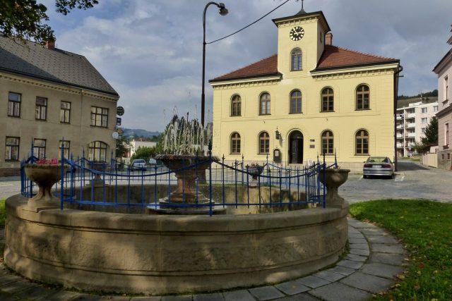 Kašna no Horním náměstí ve Vsetíně