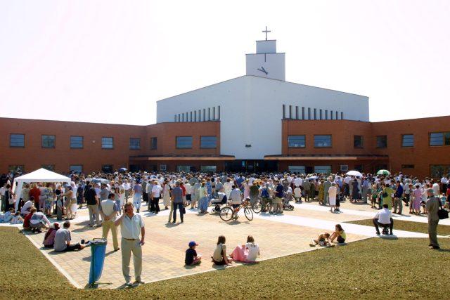 Kostel Panny Marie Pomocnice křesťanů - Zlín, Jižní Svahy