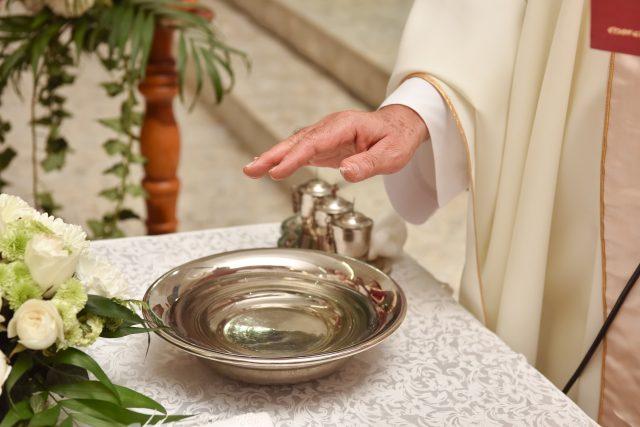 Náboženství,  katolický obřad  (ilustrační obrázek) | foto: Fotobanka Profimedia